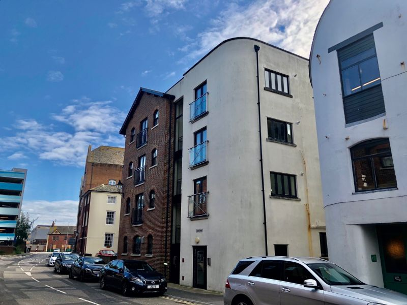 TWO double bedroom FLAT, Located in Poole Quay