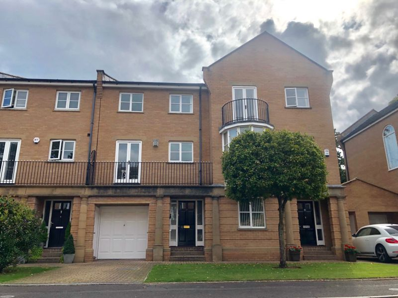 THREE Double bedroom house in private development