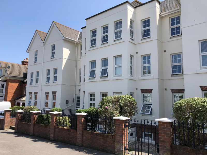 TWO bedroom flat located in Weymouth